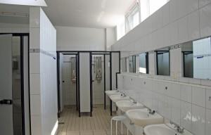 Saubere und freundliche Sanitärräume