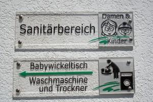 Waschmaschine, Trockner, Babywickeltisch...alles da!